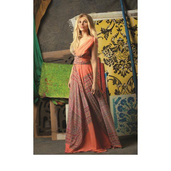"""Ένα ακόμα άτομο της showbiz """"εισβάλλει"""" στο χώρο της Μόδας λανσάρωντας την προσωπική της συλλογή ρούχων"""