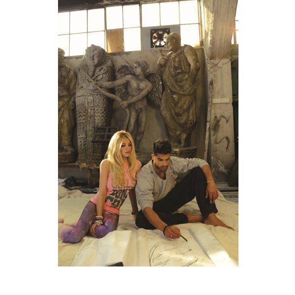 Ο Νίκος Αναδιώτης πρωταγωνιστεί στην προωθητική καμπάνια της συλλογή ρούχων με την υπογεαφη της Κατερίνας Καινούργιου