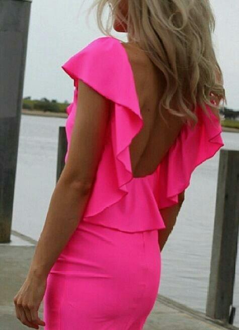 Το φούξια χρώμα θα αναδείξει μοναδικά το μαύρισμα των φετινών καλοκαιρινών σου διακοπών!