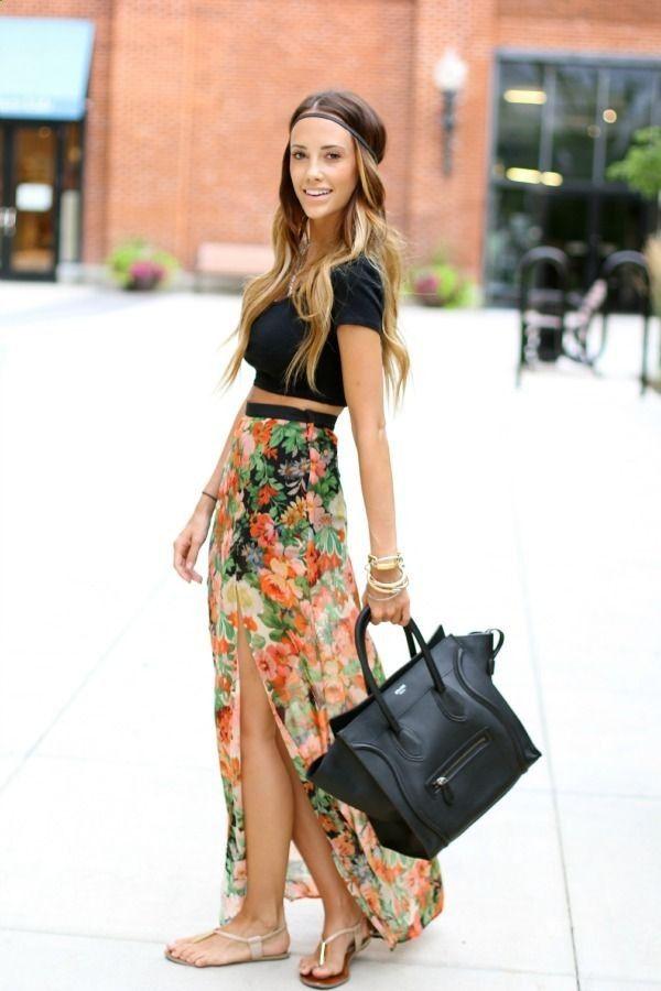 Πολύ κομψός είναι ο συνδυασμός μια floral maxi φούστας με  crop top!
