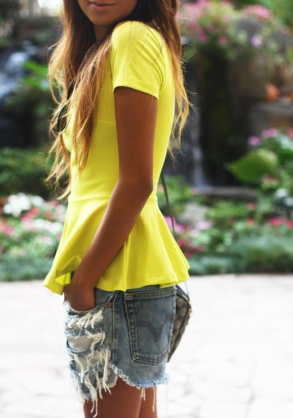 Το κίτρινο χρώμα γίνεται πρωταγωνιστής των καλοκαιρινών μας εμφανίσεων!