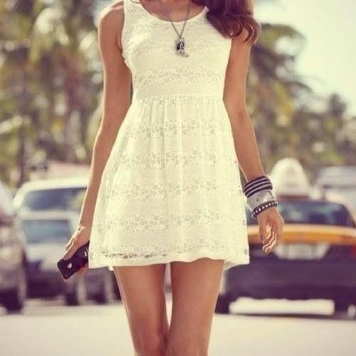Το λευκό χρώμα είναι must για τις καλοκαιρινές μας εμφανίσεις!