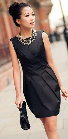 Τα μαύρα φορέματα αποτελούν κομψή επιλογή και για τις καλοκαιρινές εμφανίσεις!