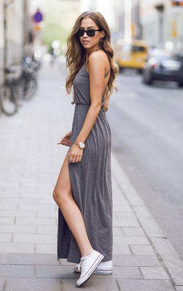 Ένα maxi φόρεμα μπορεί να φορεθεί ακόμα και με τα sneakers σου!