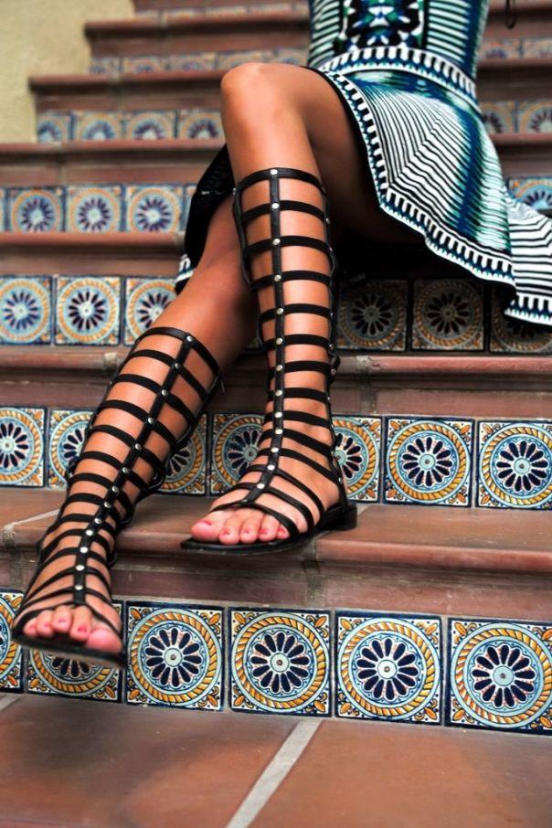 Συνδύασε τα σανδάλια σου με mini ή maxi φορέματα!