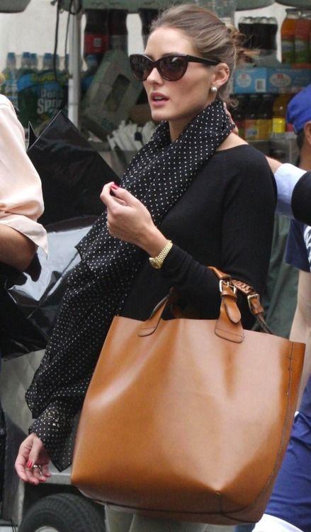 Η Olivia Palermo είναι μεγάλη fan των stylish φουλαριών ιδιαίτερα για τις φθινοπωρινές της εμφανίσεις!