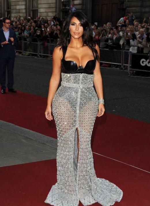 Η Kim Kardashian βραβεύθηκε από βρετανικό περιοδικό ως η γυναίκα της χρονιάς!
