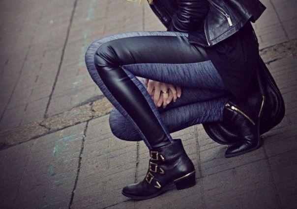 Τα biker boots  είναι must για τις φθινοπωρινές μέρες με βροχή!