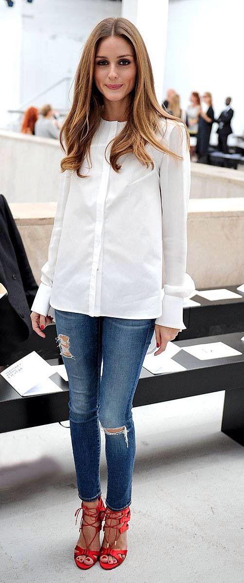 Το λευκό πουκάμισο συνεχίζει να είναι μια διαχρονική επιλογή. Προτίμησε το για μια βραδινή σου εμφάνιση!