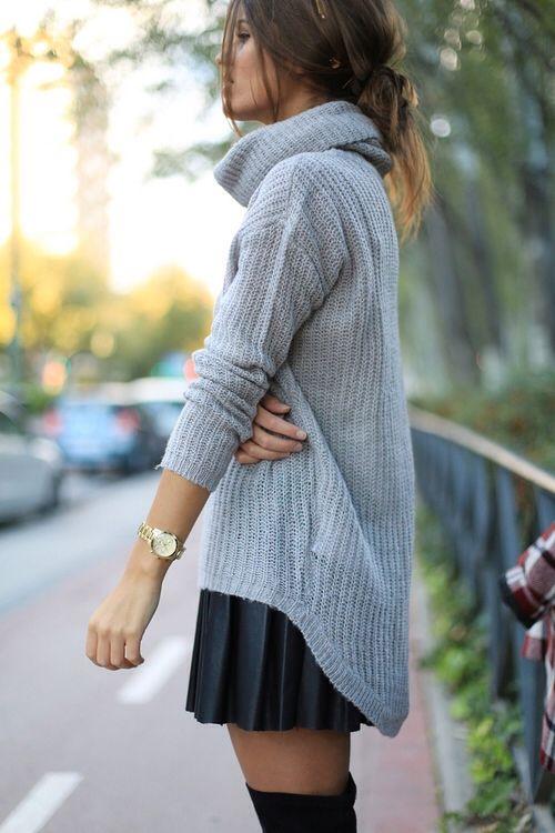 Μπορείς να συνδυάσεις το pullover σου και με τη girly φουστίτσα σου!